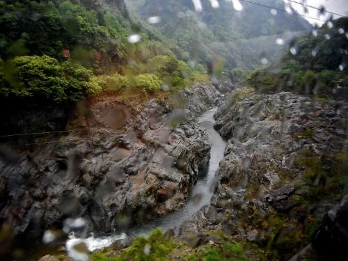 JR高山線 ひだ8号車窓から 飛水峡