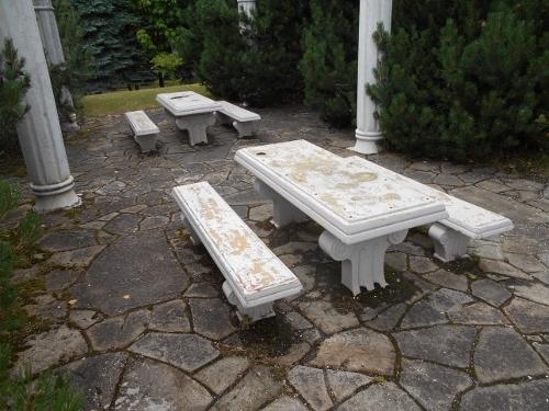 真駒内五輪記念公園 パーゴラ 椅子とテーブル