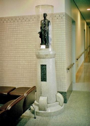 道警琴似庁舎 旧工業試験場 昭和天皇行幸記念彫像 2003年