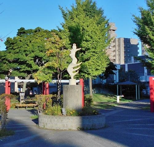 南9条緑地 山内壮夫の彫刻
