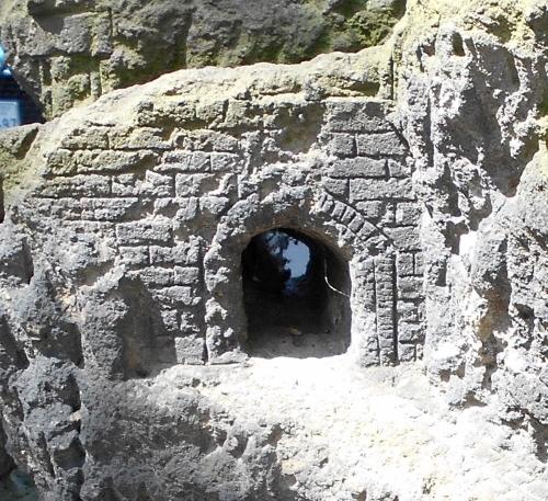 古刹 お地蔵さん-3 アーチ型のトンネル