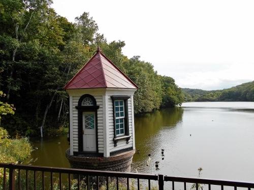 西岡水源池 給水塔 近景