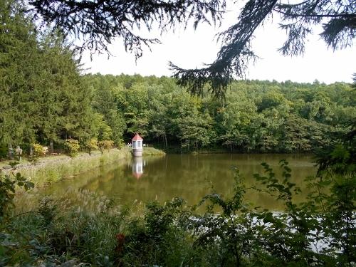 西岡水源池 給水塔遠望