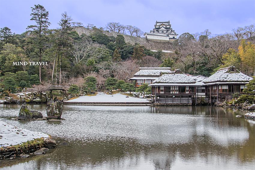 玄宮園より彦根城を望む