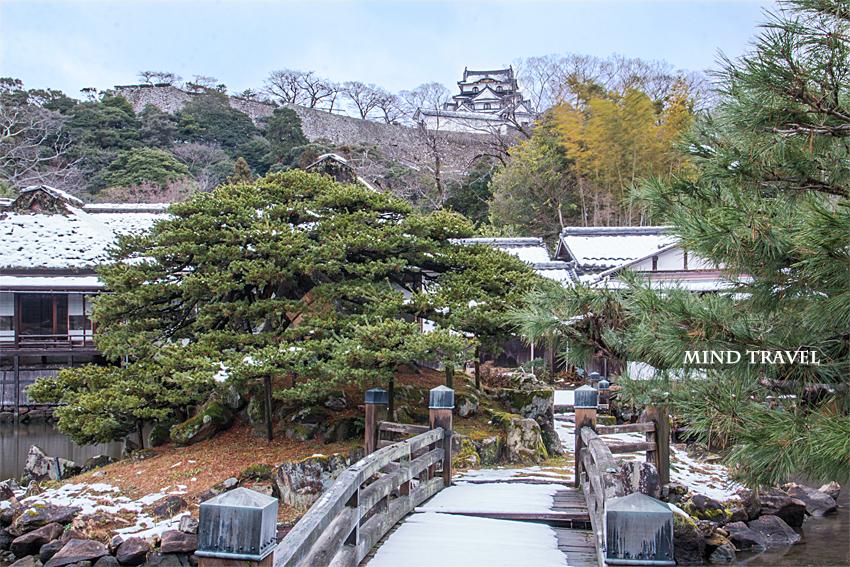 玄宮園より彦根城を望む2