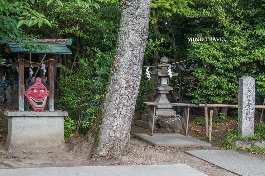 片埜神社-鬼の面