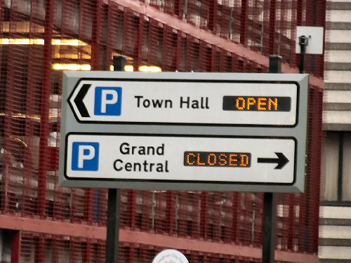 009a 500 open closed sign