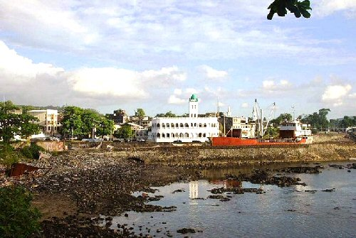 09ba 500 Moroni Harbor in Comoros