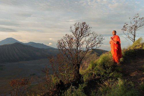 04b 500 praying rising sun