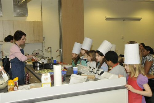 09a 500 KIds learn cooking