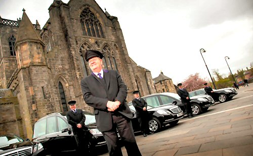 04e 500 funeral cars in Paisley