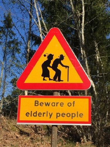 09a 500 Beaware of elderly people