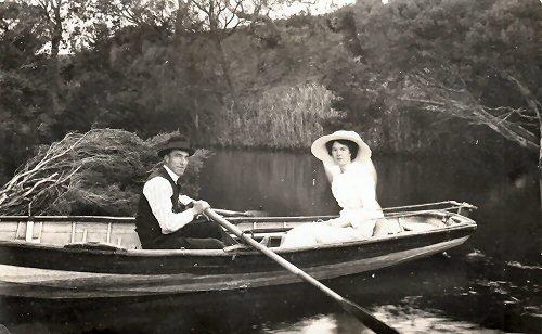 03d 500 rowboat postcard