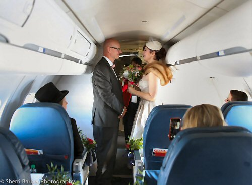 09aa 500 Delta fans tie the knot