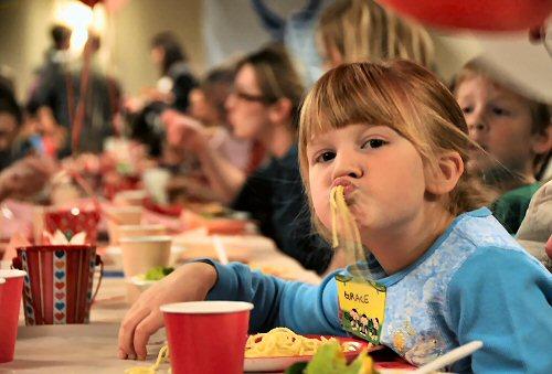 04a 500 deployed family dinner