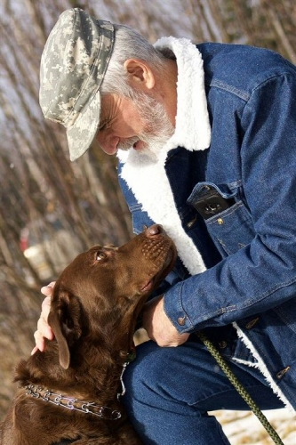 04c 500 therapy dog an old man