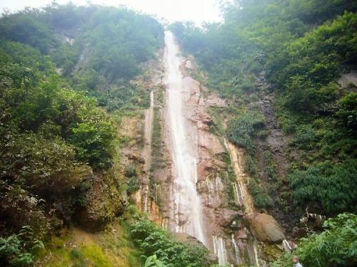 01a 600 190823 赤倉 源泉近くの 称明滝 正英さま