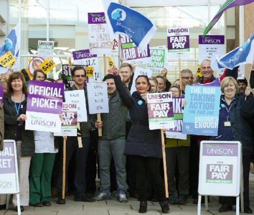 09a 600 pickets at hospital