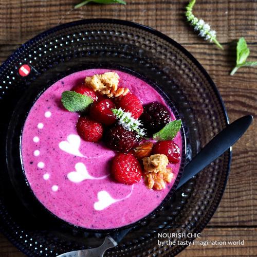 berry_smoothie_bowl1.jpg