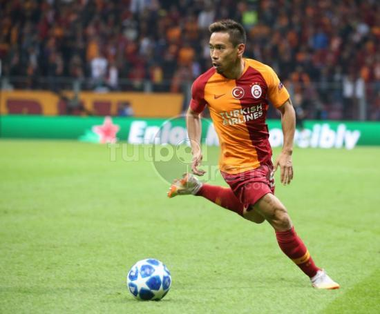 Galatasarays Yuto Nagatomo dances out of a tight space and wins Skill of the Day