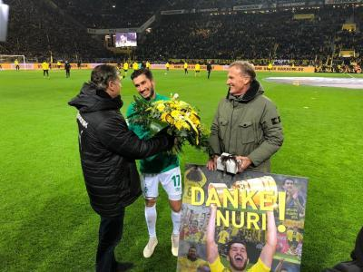 Nuri Sahin in front of the Südtribüne after the match