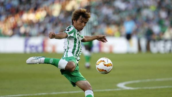 Deportivo Alavés are negotiating a loan deal for Takashi Inui of Real Betis