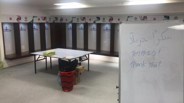 Japan leave the #AsianCup2019 dressing room spotless with thank you message in English, Arabic and Japanese