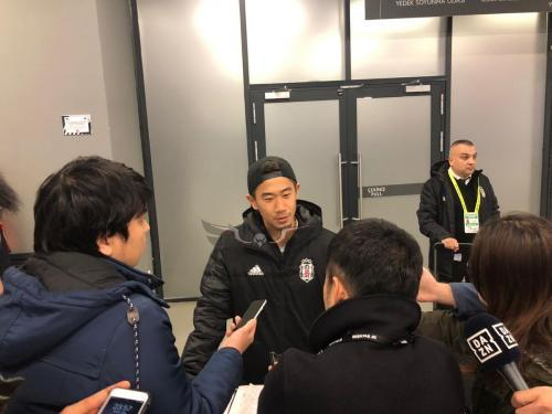 Japanese journalists interviewed Kagawa at the end of the derby game