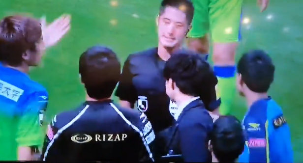 Rizap being a sponsor on the Refs shirt