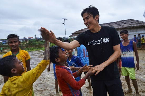 Makoto Hasebe in the refugee camps in Bangladesh