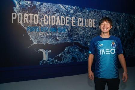 OFFICIAL_FC Porto signs Shoya Nakajima