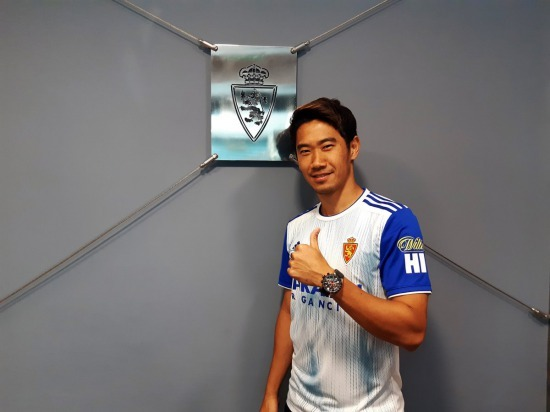 Borussia Dortmund and Real Zaragoza have reached an agreement on the full transfer of Shinji Kagawa