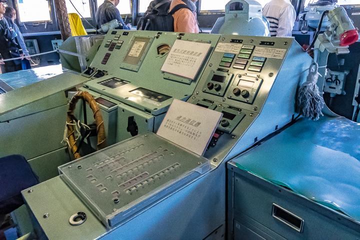 ASE-6102 試験艦あすか ブリッジ内操舵コンソール右側より