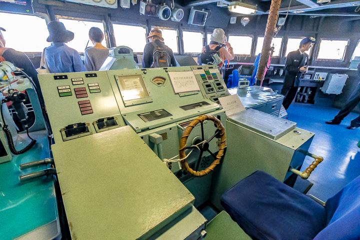 ASE-6102 試験艦あすか ブリッジ内操舵コンソール左側より