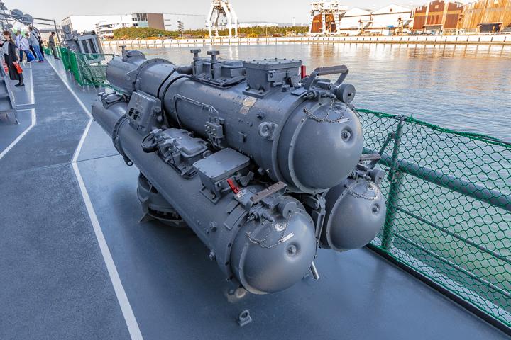 ASE-6102 試験艦あすか 右舷側3連装短魚雷水上発射管