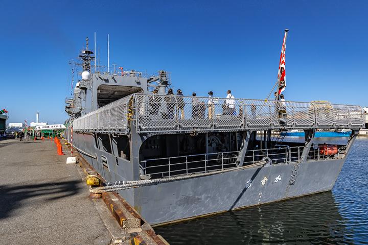 ASE-6102 試験艦あすか 艦尾より艦全容