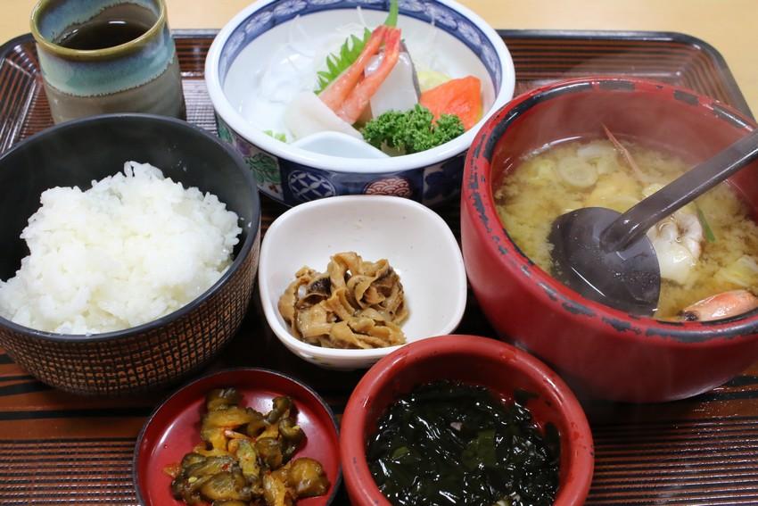 山六水産直営食堂の番屋汁定食