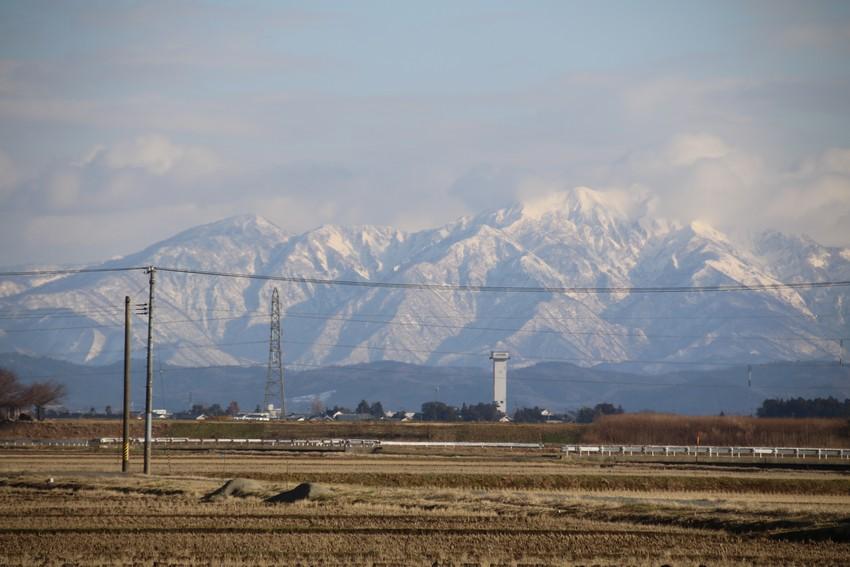 遠くの雪山が綺麗