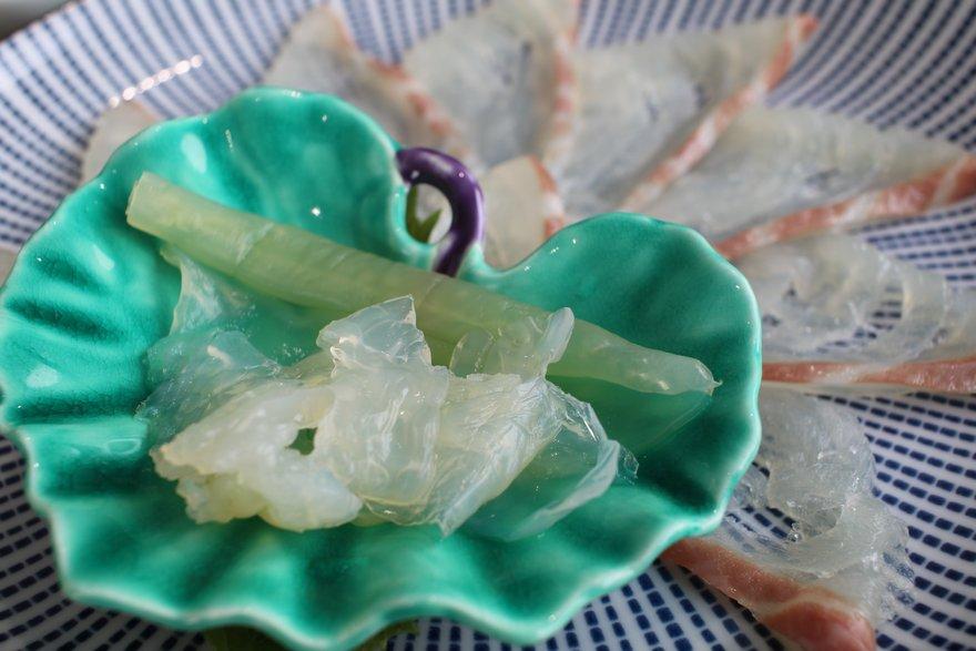 薄造りとクラゲの刺身
