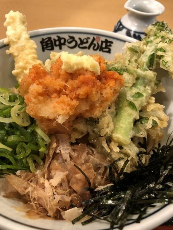 仕方ないので責任取って食べる春野菜天ぷらぶっかけうどん
