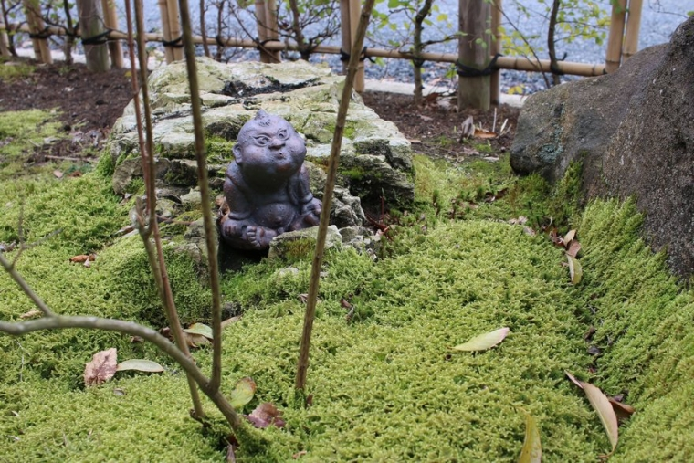 苔庭にいる風小僧