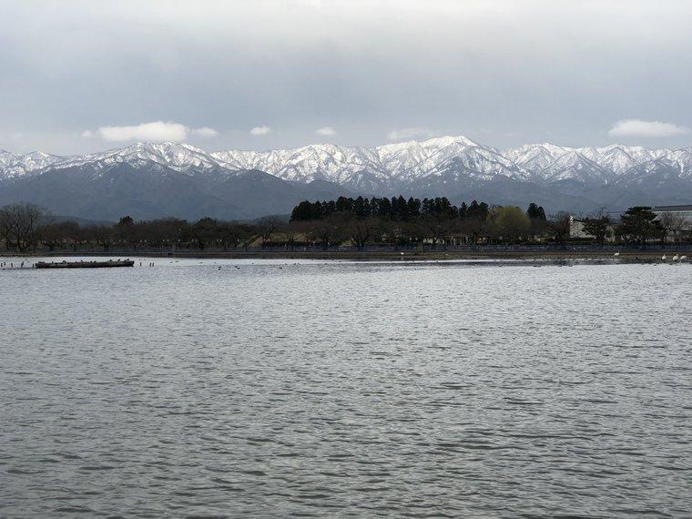 瓢湖から眺める五頭連峰