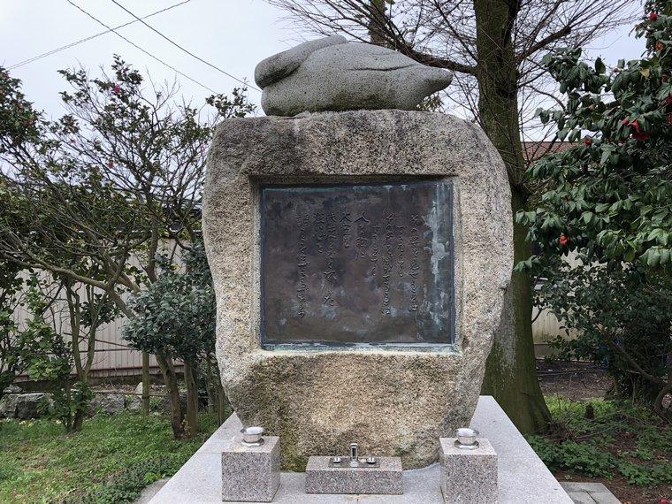 白鳥慰霊碑