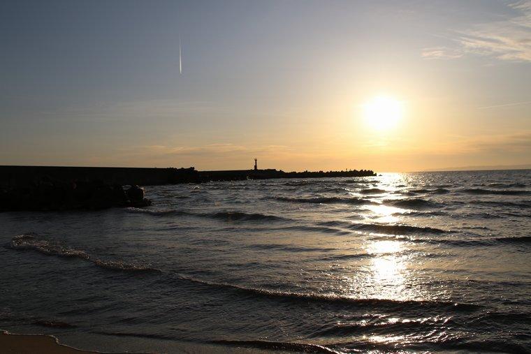 夕刻の海辺