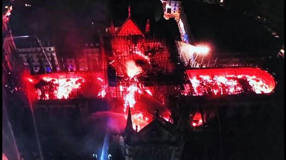 ノートルダム大聖堂 火災
