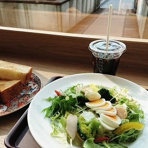 ゆく店来る店 -- 神谷町PRパーソンの昼食