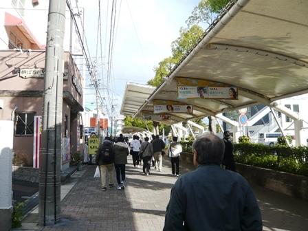 中京競馬場駅から場内へ1