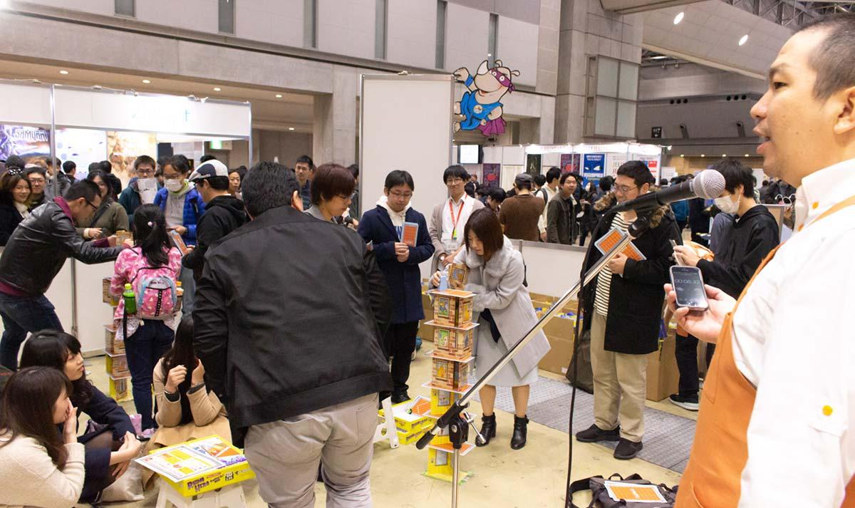 2018-11-24-ゲームマーケット巨大リノ風景-w1200