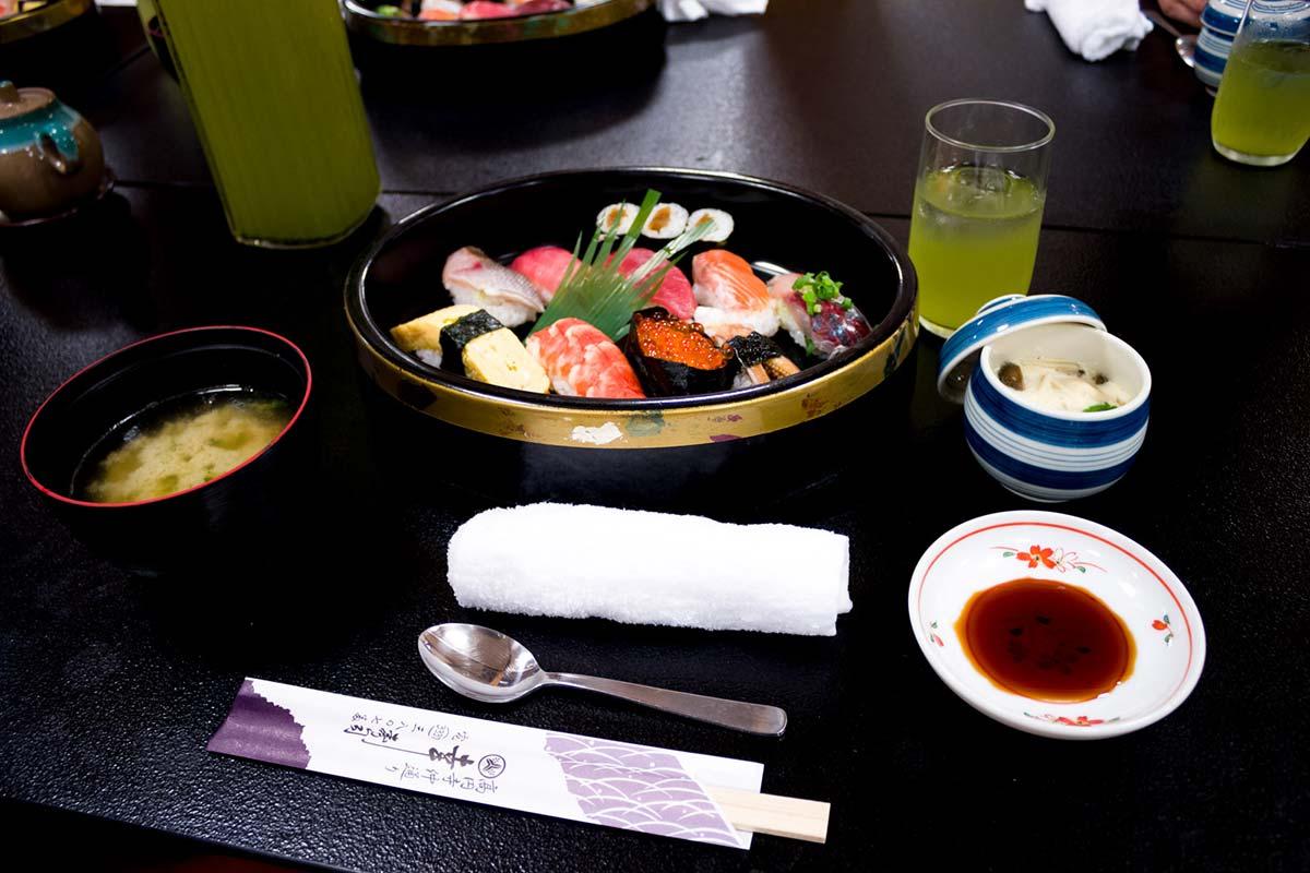 2015-05-24-幸寿司のにぎりセット-w1200