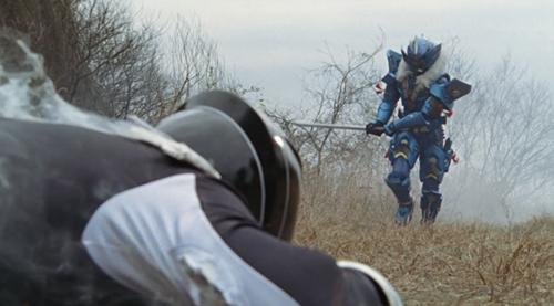 戦隊ヒーロー、ボウケンブラックが腹を突かれてやられる、スーツ破壊